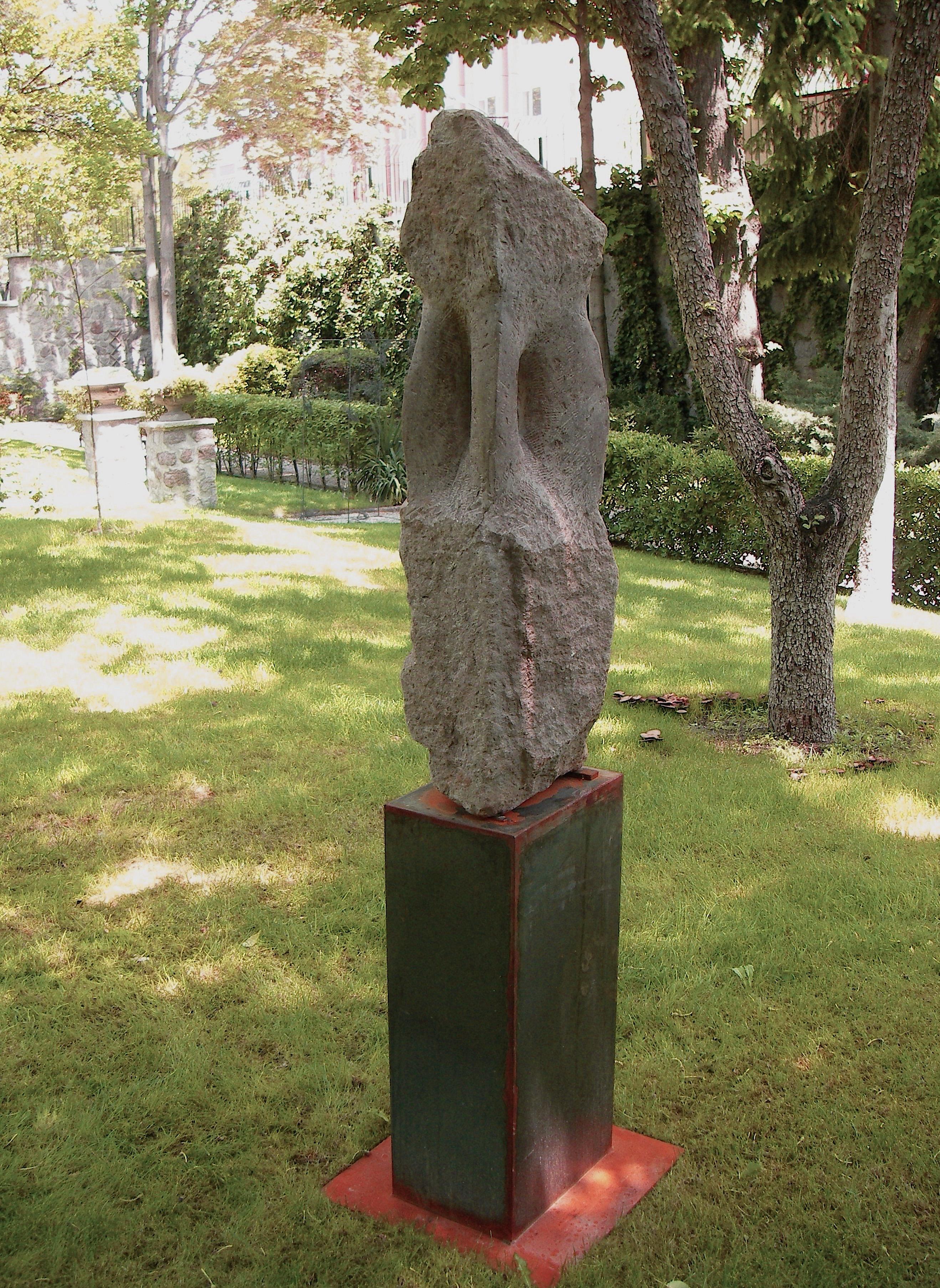 Roter Andesit Ankara - Garten Österreichische Botschaft