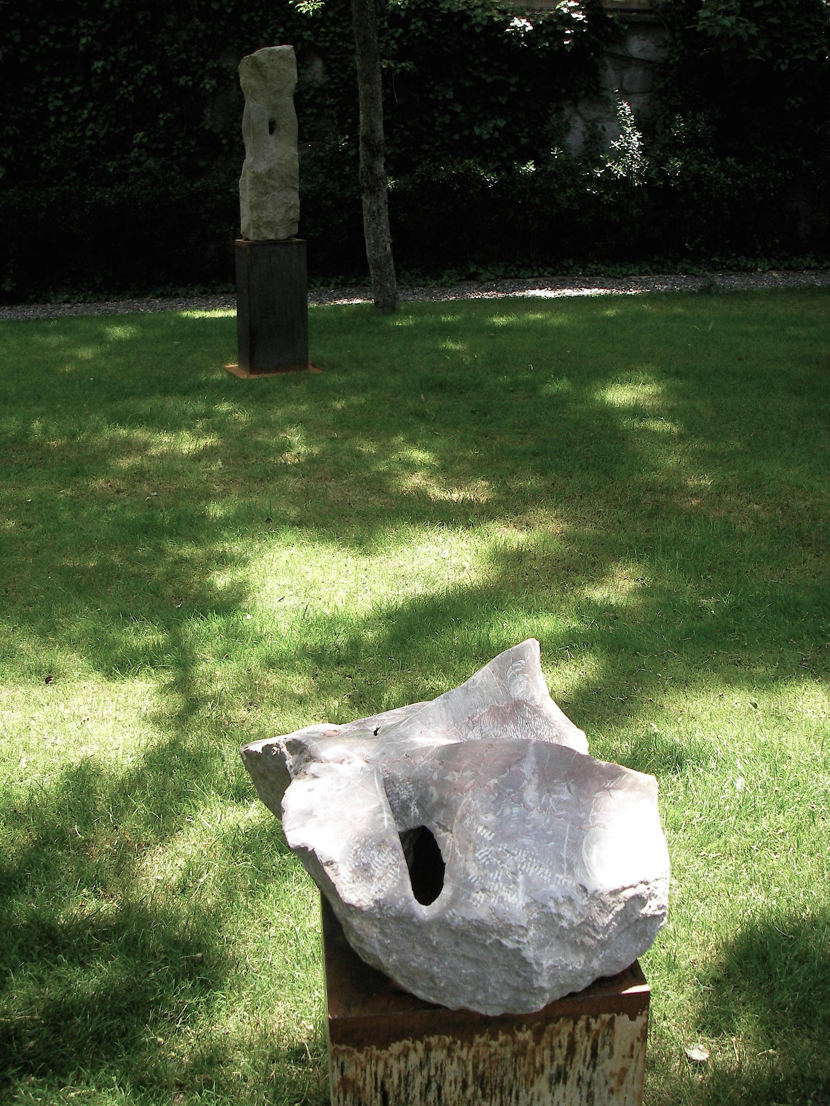 Rosa Dolomit Ankara - dahinter Roter Andesit - Garten Österreichische Botschaft